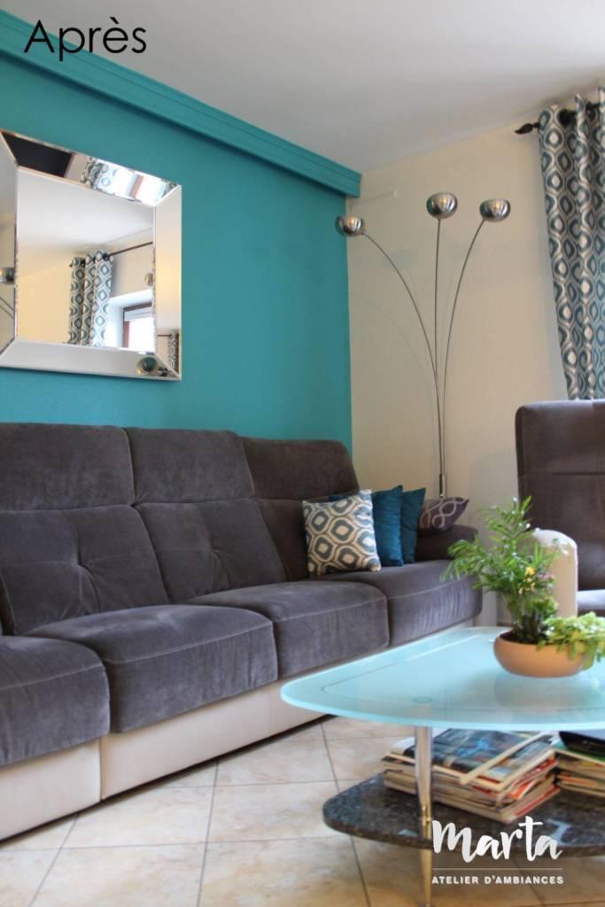 Après -- Bleu turquoise règne dans le salon