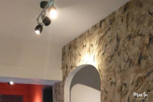 3. Couloir avec joli papier peint en liège