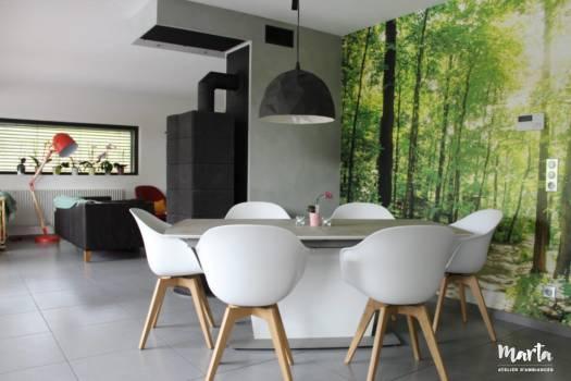 3. Meuble épuré, avec association de bois et de couleurs blanc et gris.