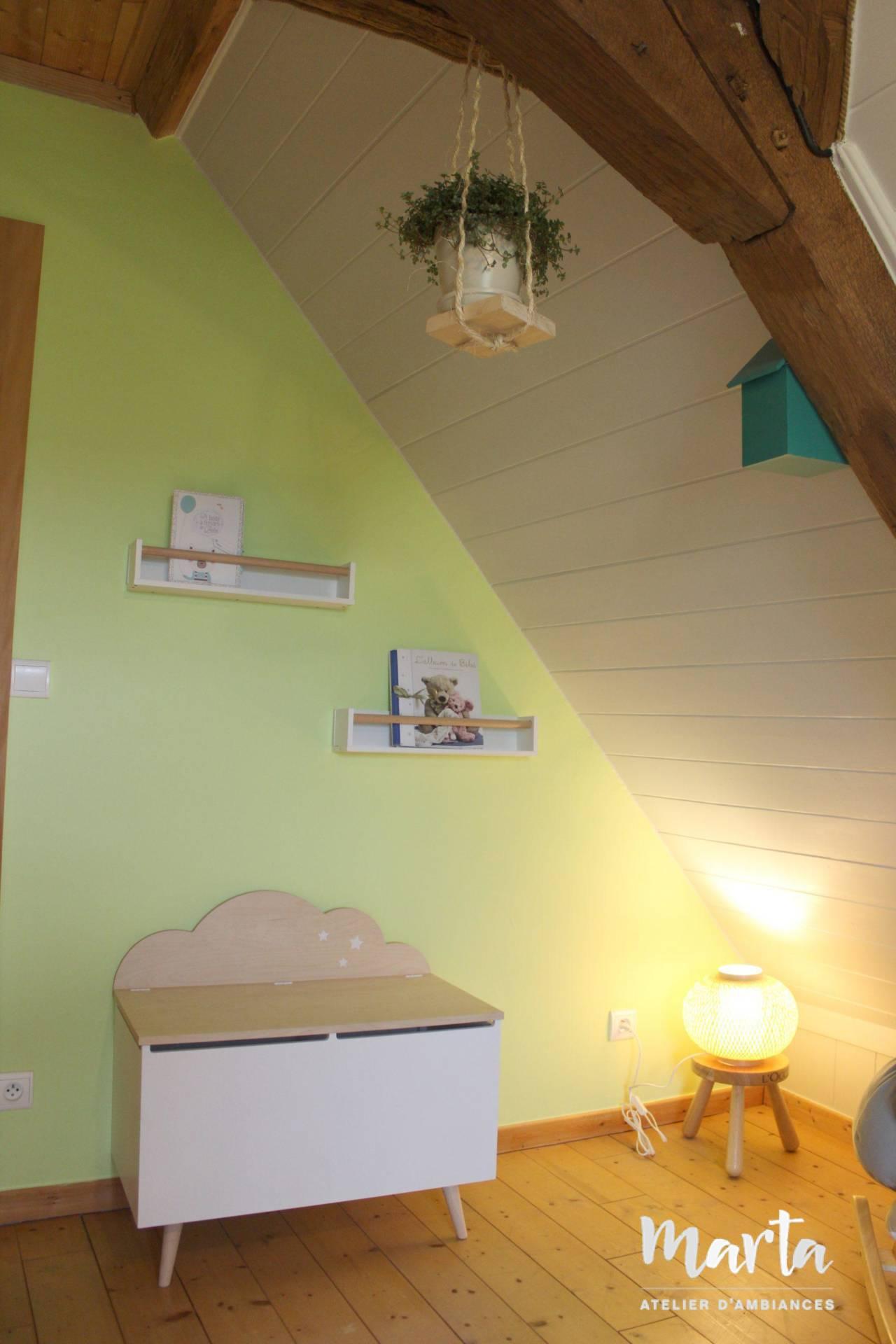 Vert citronnelle, blanc et bois clair sont le fil conducteur de ce projet, par Marta Atelier d'Ambiances, Architecte d'intérieur à Mulhouse, Alsace