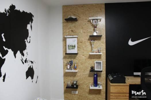 Blanc, noir et bois qui réchauffe l'ambiance dans la pièce, par Marta Atelier d'Ambiances, Architecte d'intérieur à Mulhouse, Alsace