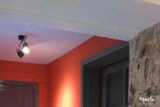 5. Couloir dans les nouvelles couleurs, gris, brun, rouge.