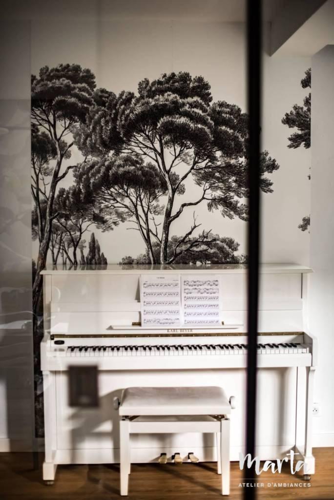 """Papier peint graphique noir et blanc """"Cyprès"""", par Marta Atelier d'Ambiances, Architecte d'intérieur à Mulhouse, Alsace"""
