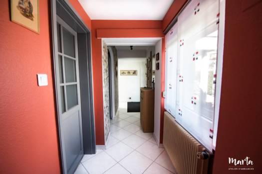 Rouge et gris du couloir ,par Marta Atelier d'Ambiances, Architecte d'intérieur à Mulhouse, Alsace