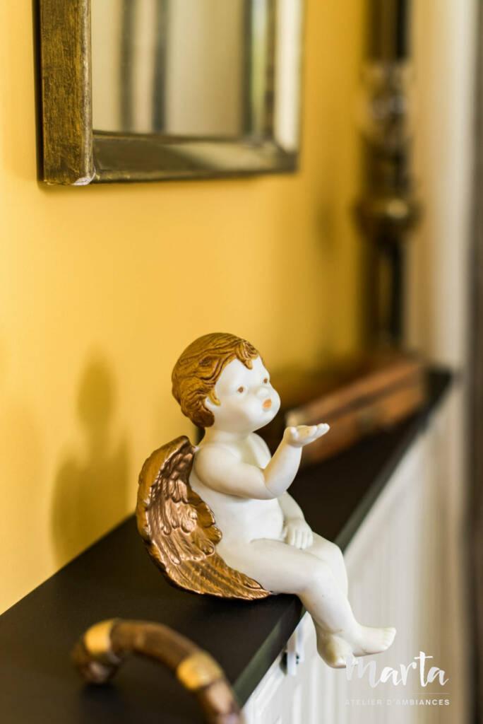 Un ange accueillant les invitées à la porte , par Marta Atelier d'Ambiances, Architecte d'intérieur à Mulhouse, Alsace